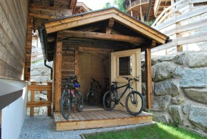 b-tuinhuis-met-fietsen (Medium)